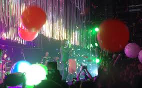 102 Flaming Lips House Live Review The Set The Of Blues Ablaze In Psychedelia Vanyaland