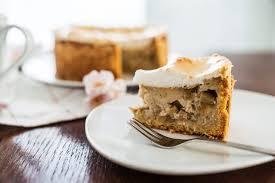 rhabarberkuchen mit vanillepudding und baiser eine cremig