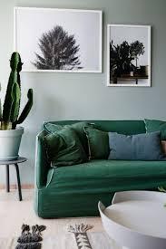 couleur canapé déco salon un canapé de couleur vert sapin pour apporter du