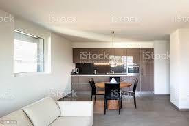moderne wohnung wohnzimmer und küche im offenen raum stockfoto und mehr bilder architektur