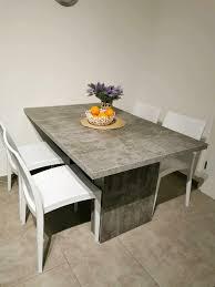 10 personen einen tisch mit stühle