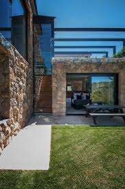 100 Modern Stone Walls House In Glass And Steel Overlooking The Yarra River