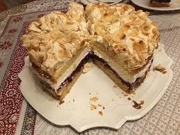baiser torte mit himbeer oder brombeercreme
