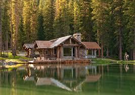 sublime chalet en bois en pleine forêt