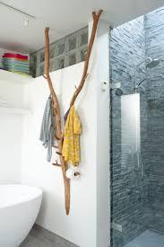 großer garderoben ast badabaum badezimmerideen chalet
