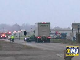 100 Fedex Freight Truck Fed Ex Worker Hospitalized After Handling Suspicious Package At