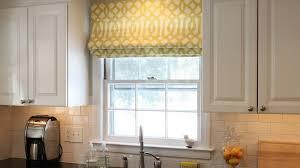 rideau de cuisine en comment installer des rideaux dans la cuisine