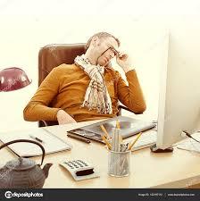 bureau entrepreneur entrepreneur fatigué dort à bureau surchargés de travail