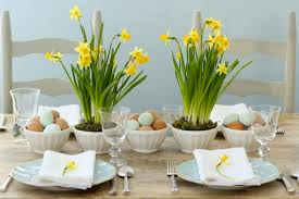 Another Easter Wedding Must Have Flower Is A Daffodil The Yellow Perfect For Table Decorations You Can Plant Bunch Of Daffodils In Glass Vases