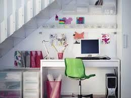 sous bureau se créer un espace bureau sous des escaliers par carnet deco