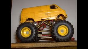 100 Monster Truck Lunch Box Slot Freestyle Wheelies Crashes