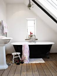 Modern Chandelier Over Bathtub by 27 Relaxing Bathrooms Featuring Elegant Clawfoot Tubs Pictures