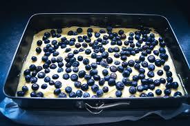 einfacher blechkuchen mit schmand und blaubeeren