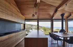agrandissement cuisine un agrandissement de maison en bois pour donner un coup de à