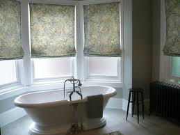 badezimmer gardinen rollos