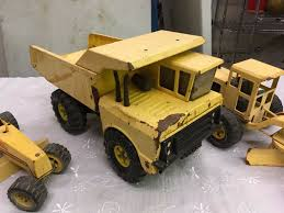 Lot Of Vintage Tonka Trucks (4)