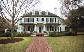 New Colonial Revival style house done well