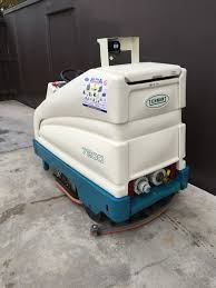 Tennant Floor Machine Batteries ex hire tennant 7200 battery ride on floor scrubber drier