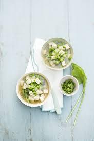 cuisiner navets nouveaux soupe miso aux navets nouveaux petits pois et tofu