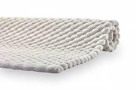 ausgefallener badteppich mit raffiniertem und aufwendigem