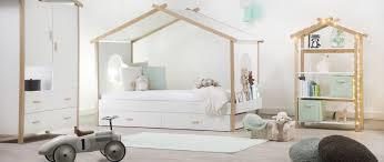 cabane dans chambre lit cabane enfant design 90x190 birdy miliboo