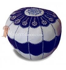 pouf marocain design arcade en cuir bleu et blanc un pouf