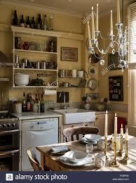 gemütliche und rustikale gefühl küche mit ikea kronleuchter
