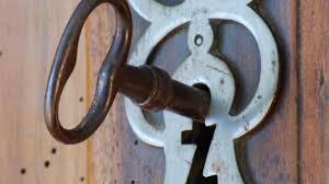 comment ouvrir une porte de chambre sans clé quels outils utiliser pour crocheter une serrrure bloquée
