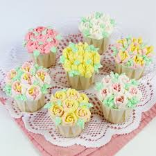 Russian Piping Tip Flower Cupcakes