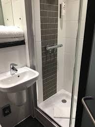 chambre et chambre et salle de bain picture of point a hotel