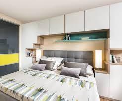 schlafzimmer mit bettüberbau für viel stauraum p max