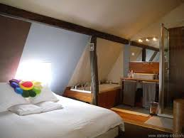 chambre avec bain chambre dans un atelier artiste avec salle de bain journal du loft