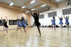danse la bonne tenue des danseuses de l avant garde lejsd