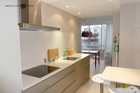 cuisine blanche mur taupe cuisine blanche et beige cool carrelage grand format beige with
