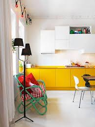 cuisine jaune et blanche 10 inspirations autour de la cuisine yellow kitchen cabinets