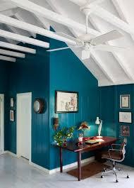wandfarbe petrol wohnzimmer ausgebauter dachboden mit