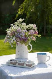 Garden Table Decor Home Design And Decorating