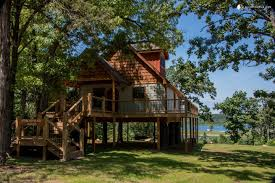 100 Tree Houses With Hot Tubs House Cabin With A Tub Set On Bull Shoals Lake
