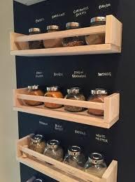 ikea rangement cuisine placards les 33 meilleures images du tableau présentoirs bois sur