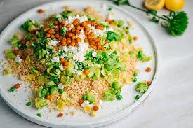 zitronen couscous mit grünem gemüse