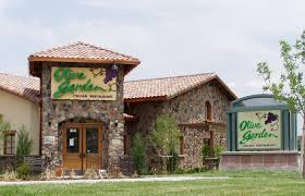 Kansas City ficer Says He Thought Olive Garden Employee Was