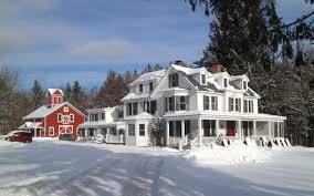Christmas Tree Inn Spa Nh by 13 Of The Coziest Country Inns For The Holidays Christmas Bed