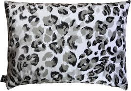 casa padrino luxus wohnzimmer deko kissen milwaukee weiß schwarz grau 35 x 55 cm feinster samtstoff luxus kollektion barockgroßhandel de