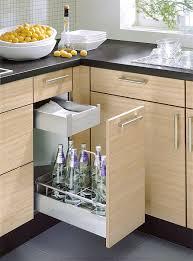 küchenzeile aus bergulme mit flaschenauszug