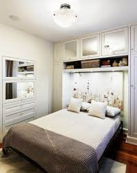 Enchanting Small Bedroom With A Queen Bed And Brown Floor