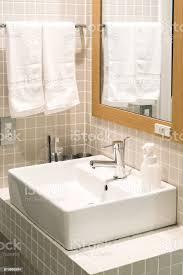 badezimmer einrichtung mit spüle und wasserhahn stockfoto und mehr bilder ausrüstung und geräte