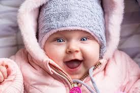 ihr baby warm eingepackt an die frische luft trotz kälte