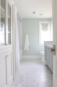 Beautiful Colors For Bathroom Walls by Best 20 Carrara Marble Bathroom Ideas On Pinterest Marble