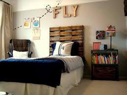 DIY Pallet Headboard For Kids Room