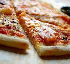 pate a pizza maison tout est fait maison dans cette pizza que ça soit la pâte ou la